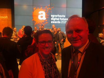 "Bettina Hueske und Johannes Röring bei der Preisverleihung ""agrarheute digital future awards"" in Berlin"